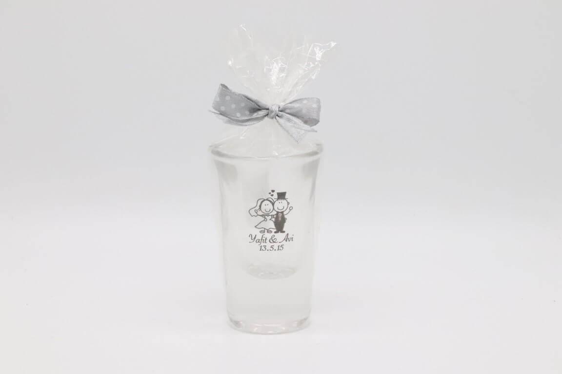 כוסות צ'ייסר חתן כלה עם הקדשה