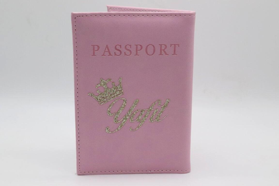 כיסוי דרכון ורוד עם שם אישי