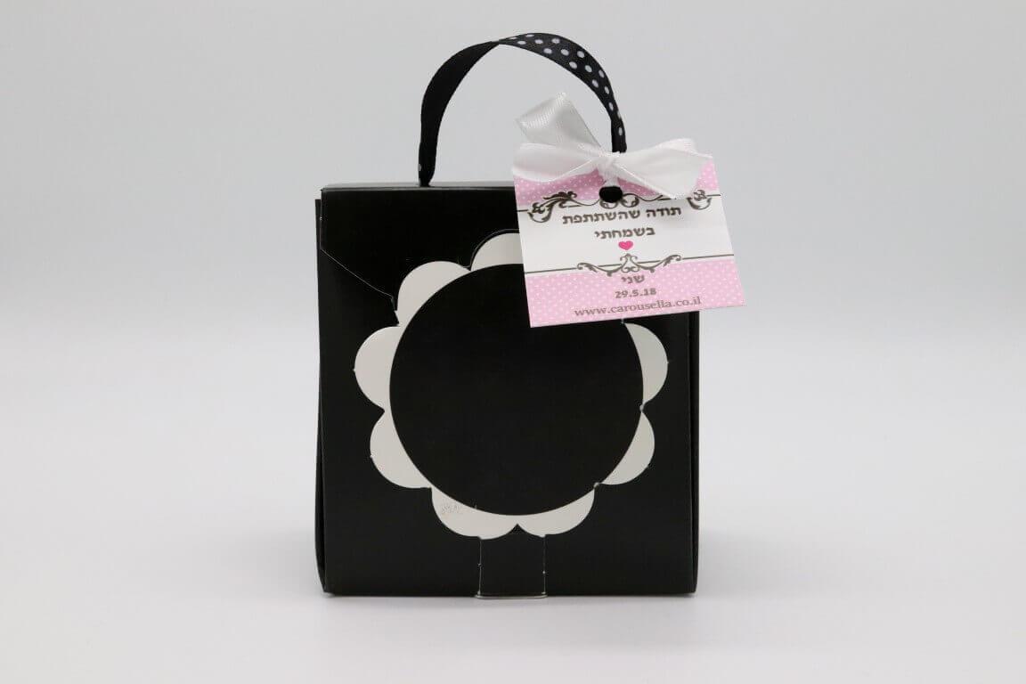 תיק פרח במילוי של סוכריות והקדשה אישית