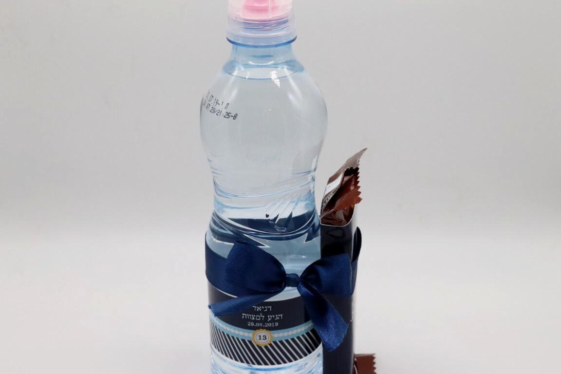 מארז בקבוק מים וחטיף אנרגיה
