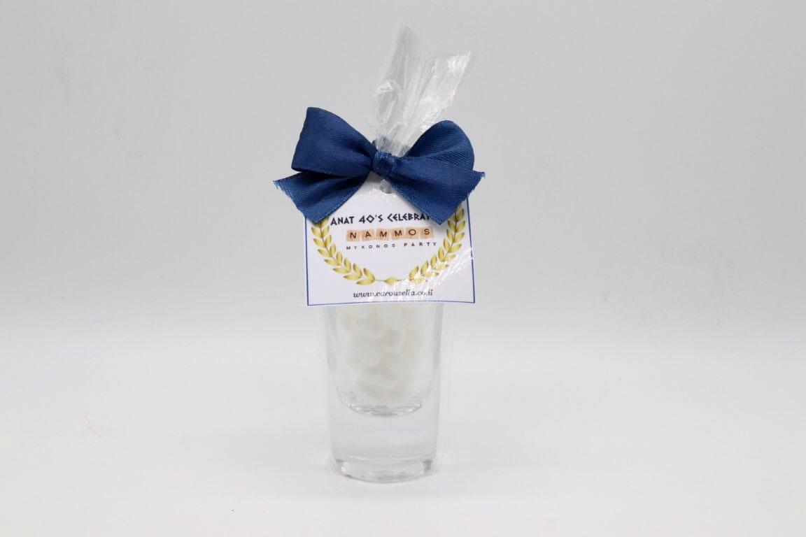 כוס צ'ייסר עם כיתוב אישי וסוכריות